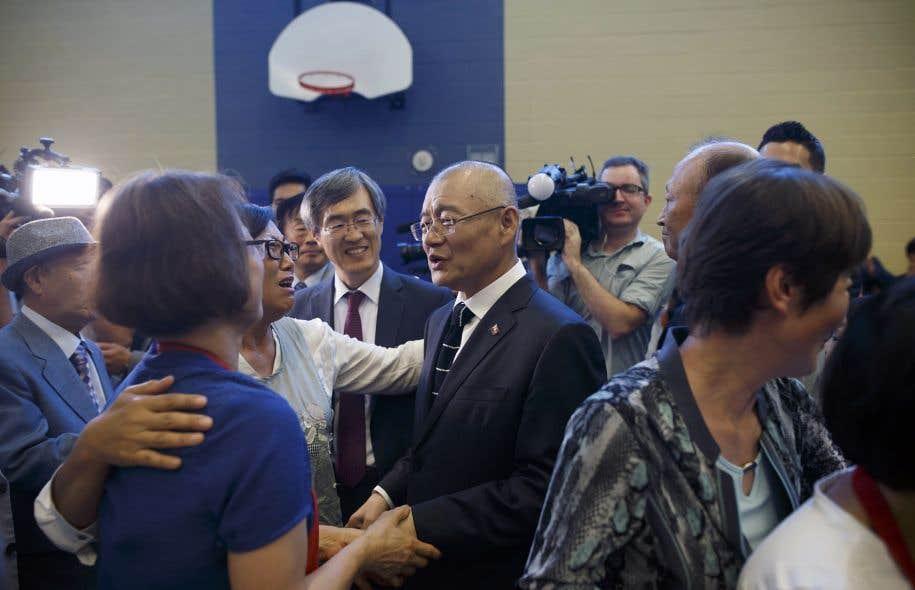Le pasteur canadien Hyeon Soo Lim en compagnie des membres de l'Église presbytérienne coréenne de la Lumière à Mississauga, en Ontario, le 13 août dernier