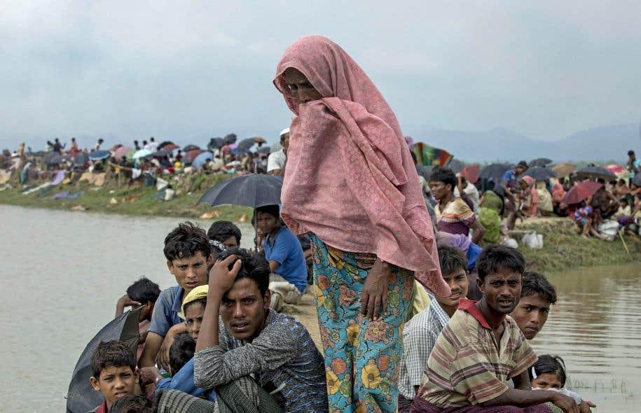 Près de 90000 personnes issues de la minorité musulmane des Rohingyas ont fui l'est du pays pour gagner le Bangladesh voisin depuis le 25août.
