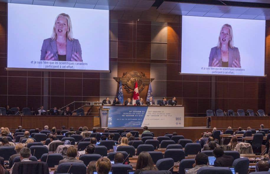 La ministre fédérale de l'Environnement, Catherine McKenna, n'était pas présente à Montréal mercredi matin. Elle a seulement livré un bref message par l'entremise d'une vidéo préenregistrée.