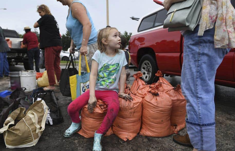 Les zones proches du littoral atlantique, en particulier dans le comté de Miami-Dade qui compte 2,7 millions d'habitants, faisaient l'objet d'un ordre d'évacuation obligatoire.