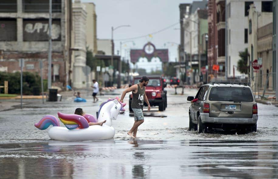 La passage de l'ouragan Harvey sur le Texas a causé d'importantes inondations, notamment à Houston, capitale de cet État américain.