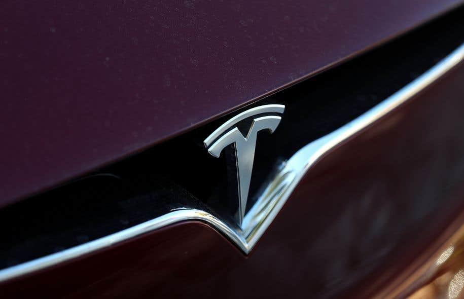 Tesla a facilité l'exode de Floridiens le week-end dernier en déverrouillant à distance la capacité de la batterie des Model S, une berline, et Model X, un SUV.