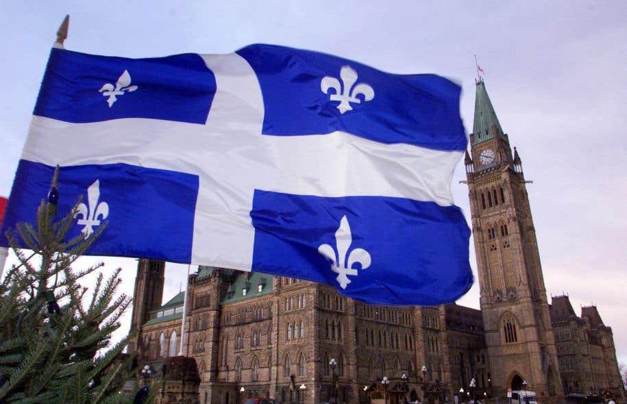 L'auteur pose la question: «les Québécois peuvent-ils choisir eux aussi qui sera à la tête du gouvernement fédéral, tout en s'attendant à ce que leurs députés, ici au Québec, soient d'abord et avant tout leurs représentants du Québec à Ottawa?»