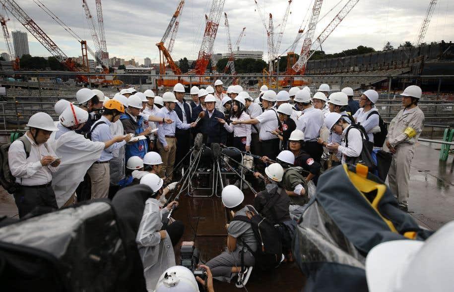 Le site compte environ 1000 travailleurs en moyenne, a déclaré Yukio Komatsu, un responsable de la planification et de la gestion sur place.
