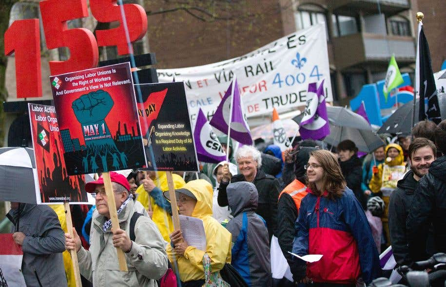 Des manifestants pour la hausse à 15$ du salaire minimum, le 1ermai dernier, à Montréal