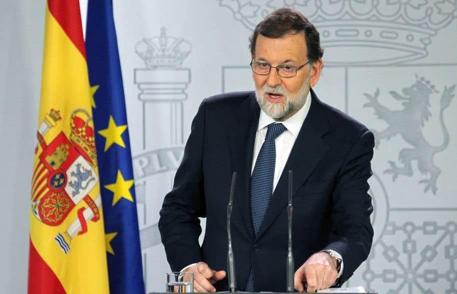 Le chef du gouvernement espagnol, Mariano Rajoy, a évoqué une possible «prise de contrôle» de la Catalogne, comme le lui permet la Constitution.