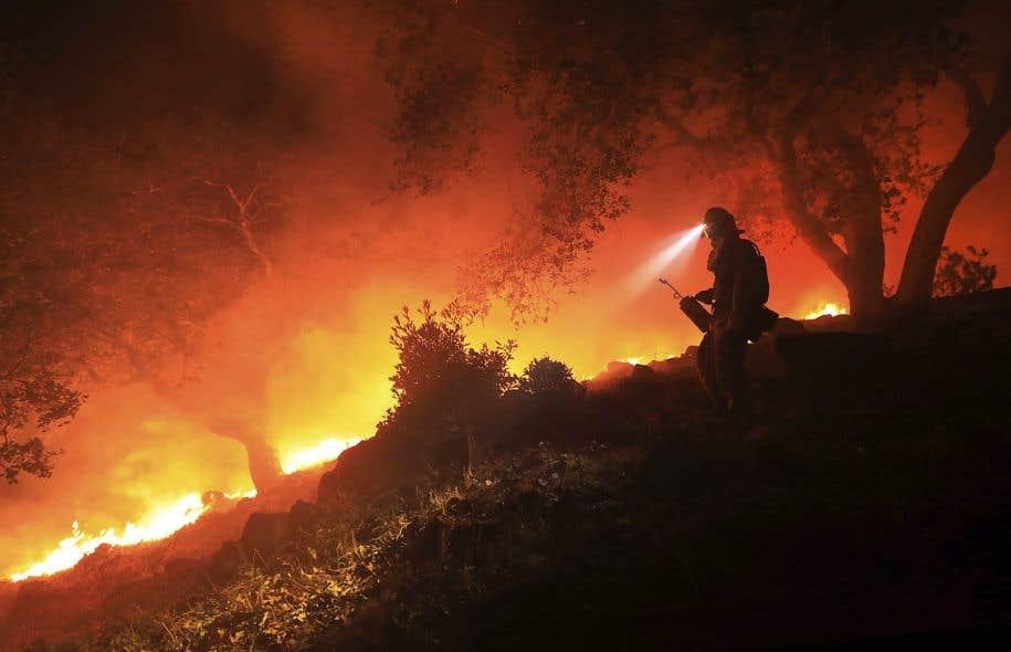 Jeudi, la situation en Californie a empiré avec la progression rapide des feux, qui pour la grande majorité restaient hors de contrôle.