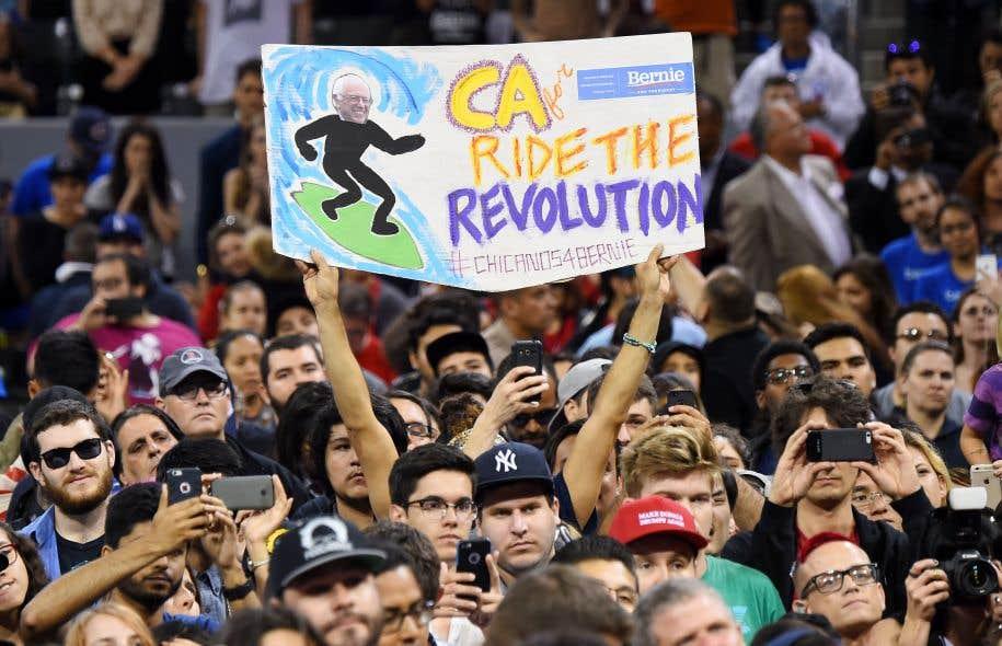 Des partisans de Bernie Sanders lors d'un rassemblement en mai 2016 durant les primaires démocrates