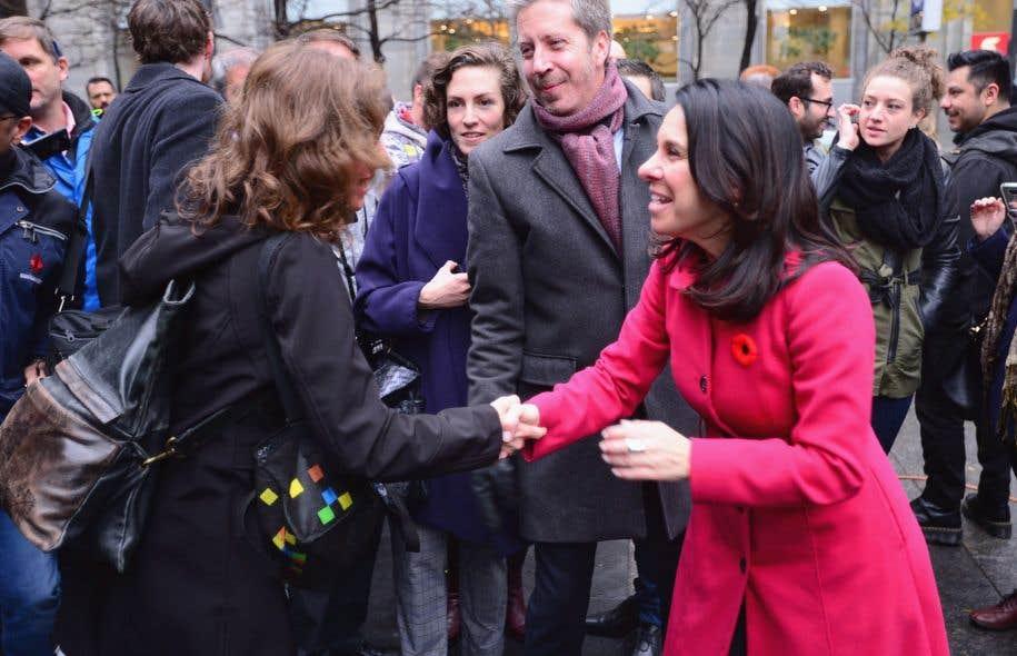 Lundi matin, la nouvelle mairesse de Montréal, Valérie Plante, était dans la rue pour remercier les électeurs.