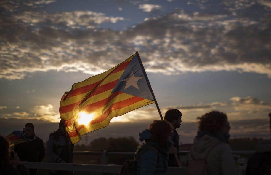 La Cour constitutionnelle annule la déclaration d'indépendance — Crise en Catalogne