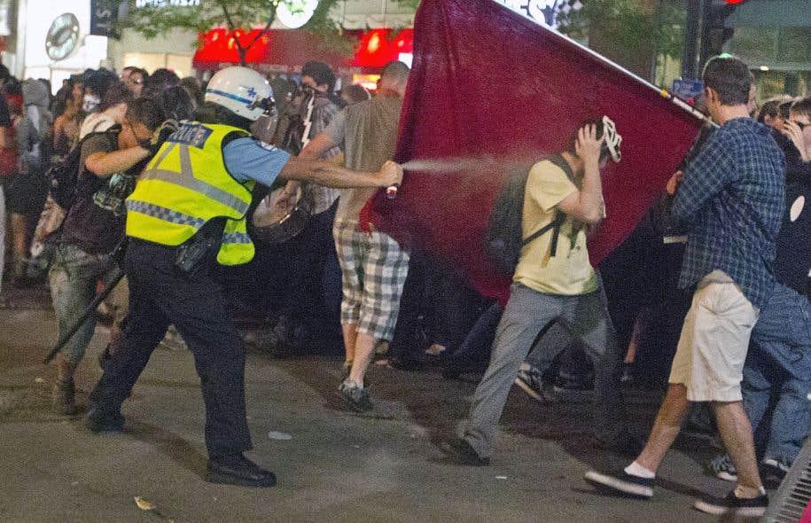 Les policiers ont utilisé beaucoup de poivre pour disperser les manifestants lors du Printemps érable. Mais ils ont aussi eu recours aux grenades assourdissantes.
