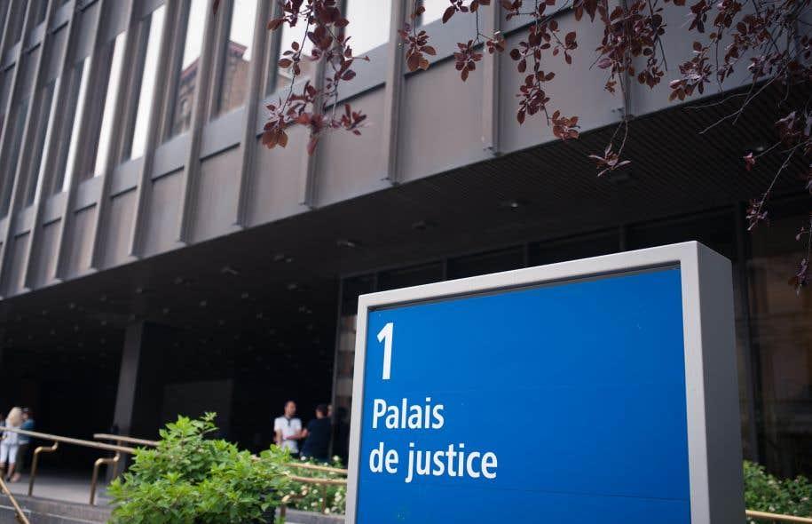 <p>Une demande de suspension de l'article qui prévoit que les services gouvernementaux doivent être livrés et reçus à visage découvert est plaidée au palais de justice de Montréal.</p>