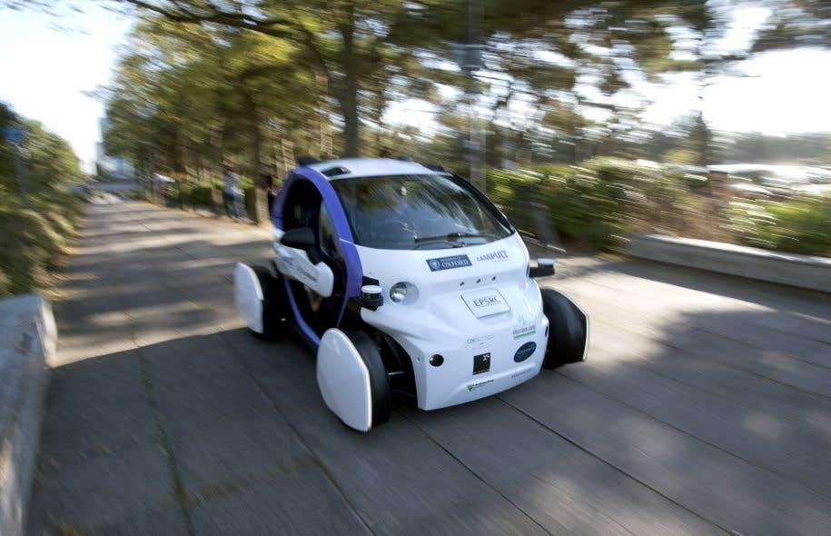 L'intelligence artificielle pose le problème des droits des machines. Si la voiture sans chauffeur est responsable d'un accident, ne serait-elle pas autorisée à se couvrir par une assurance?