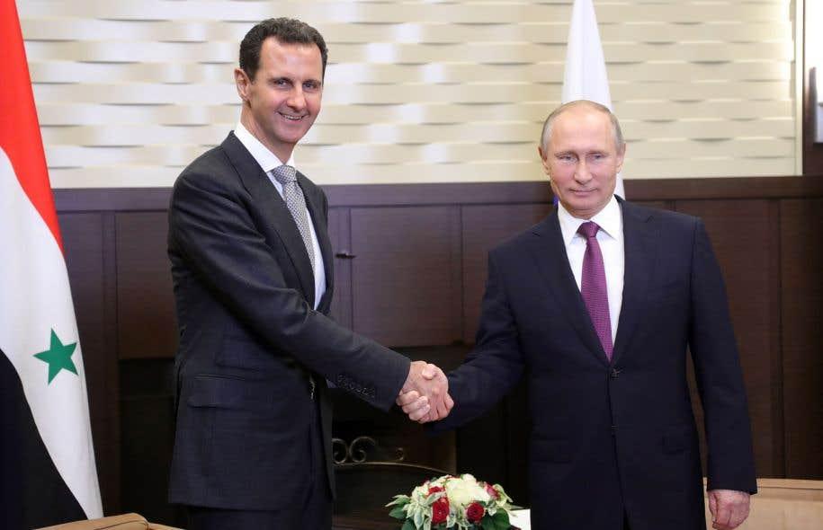 Le président russe Vladimir Poutine (à doite) et le président syrien Bachar al-Assad