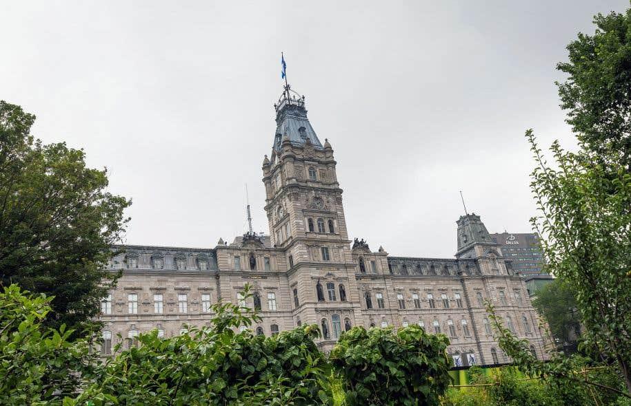 Les mains baladeuses, les remarques désobligeantes à connotation sexuelle et même les agressions: les élues de l'Assemblée nationale disent avoir vécu toutes les formes d'inconduite sexuelle.