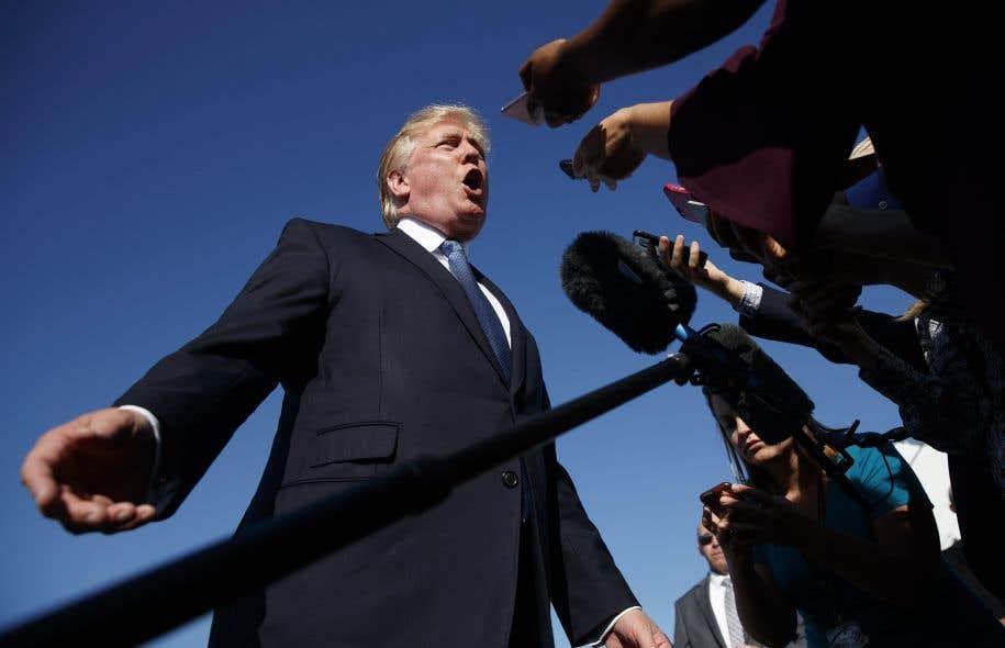 Le plus haut tribunal des États-Unis a choisi lundi de remettre en vigueur le dernier décret migratoire du président Trump.