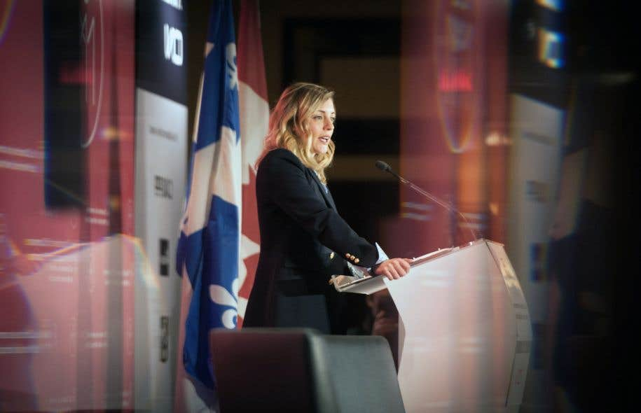 La ministre du Patrimoine canadien, Mélanie Joly, a réitéré, vendredi, qu'il appartenait à son collègue des Finances, Bill Morneau, de décider si Netflix devait être soumis à la taxe sur les produits et services, comme les autres.