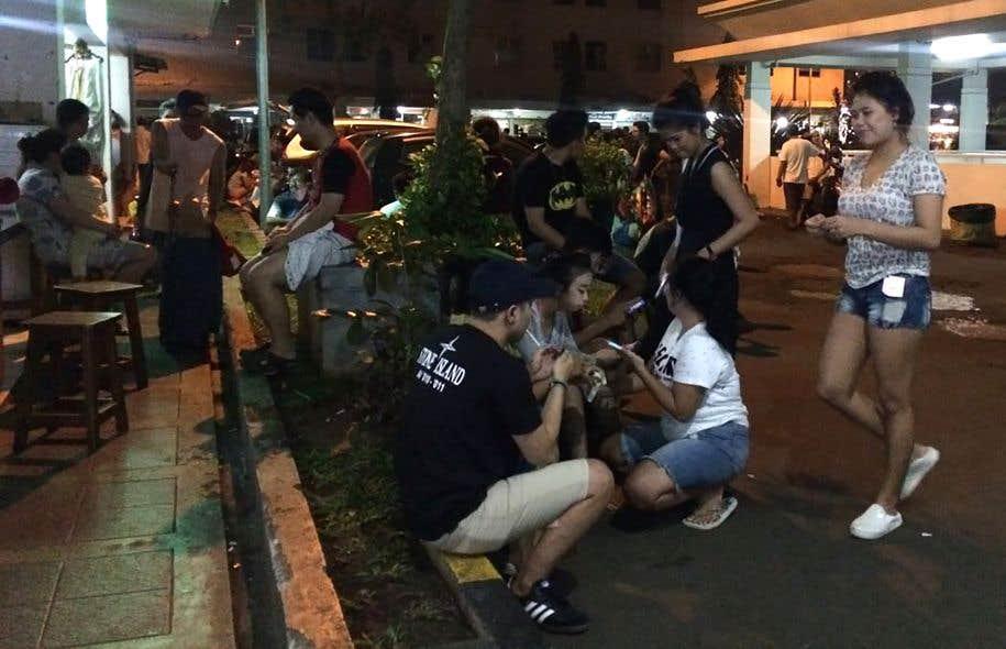 Un fort séisme secoue l'Indonésie : au moins un mort