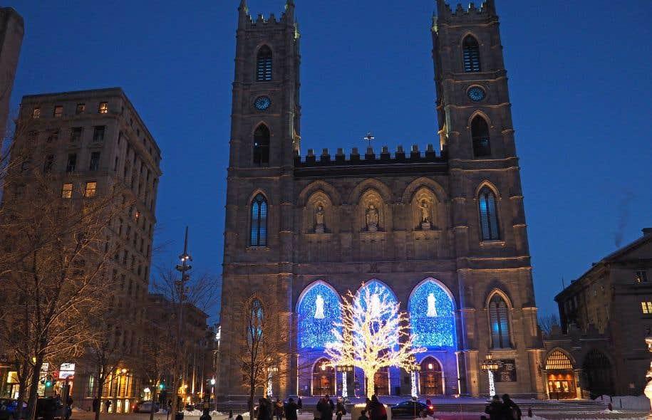 L'entreprise Guidatour offre la visite guidée Secrets de Noël du Vieux-Montréal. Ce circuit à pied de 90 minutes sillonne la vieille partie de la ville, du Centre de commerce mondial jusqu'au Marché Bonsecours.