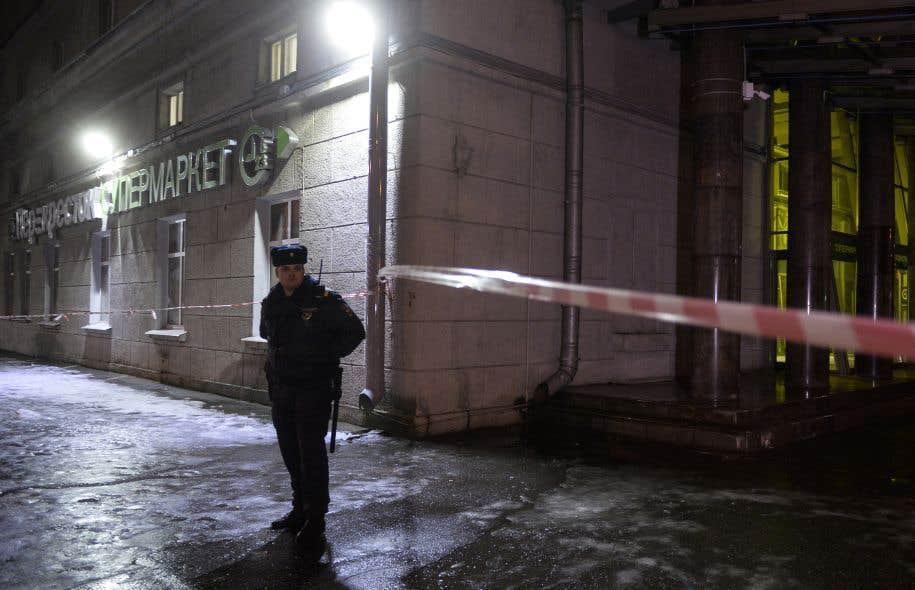 <p>Dix-huit personnes ont été blessées dans l'explosion mercredi soir d'une bombe artisanale d'une puissance équivalent à 200 grammes de TNT.</p>