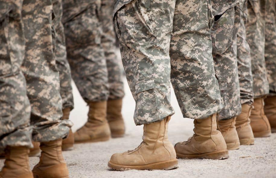 L'ex-président Obama avait prévu que l'armée commence à accueillir des recrues transgenres au 1erjuillet 2017.