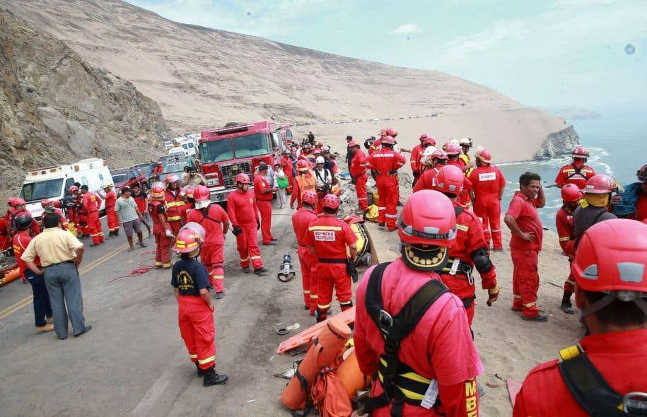 Un car chute dans un ravin, au moins 25 morts — Pérou