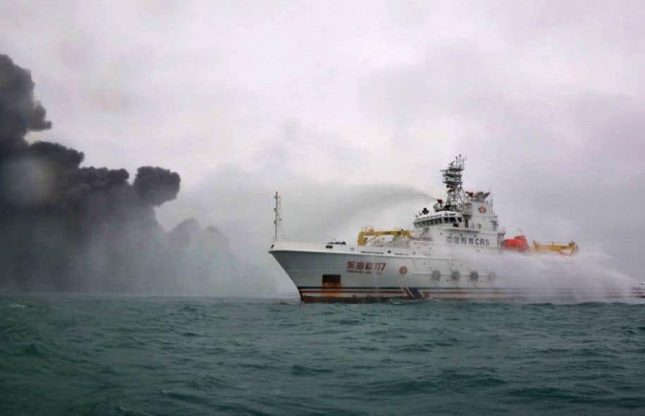 Des navires et des avions chinois, américains et sud-coréens participent aux recherches.