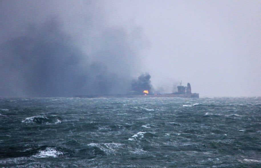 Selon les autorités chinoises, les risques d'une marée noire majeure seraient relativement faibles.
