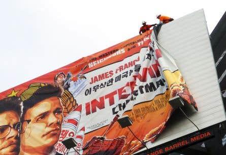 Des travailleurs ont retiré cette semaine à Hollywood les affiches qui annonçaient la sortie prochaine du film The Interview.