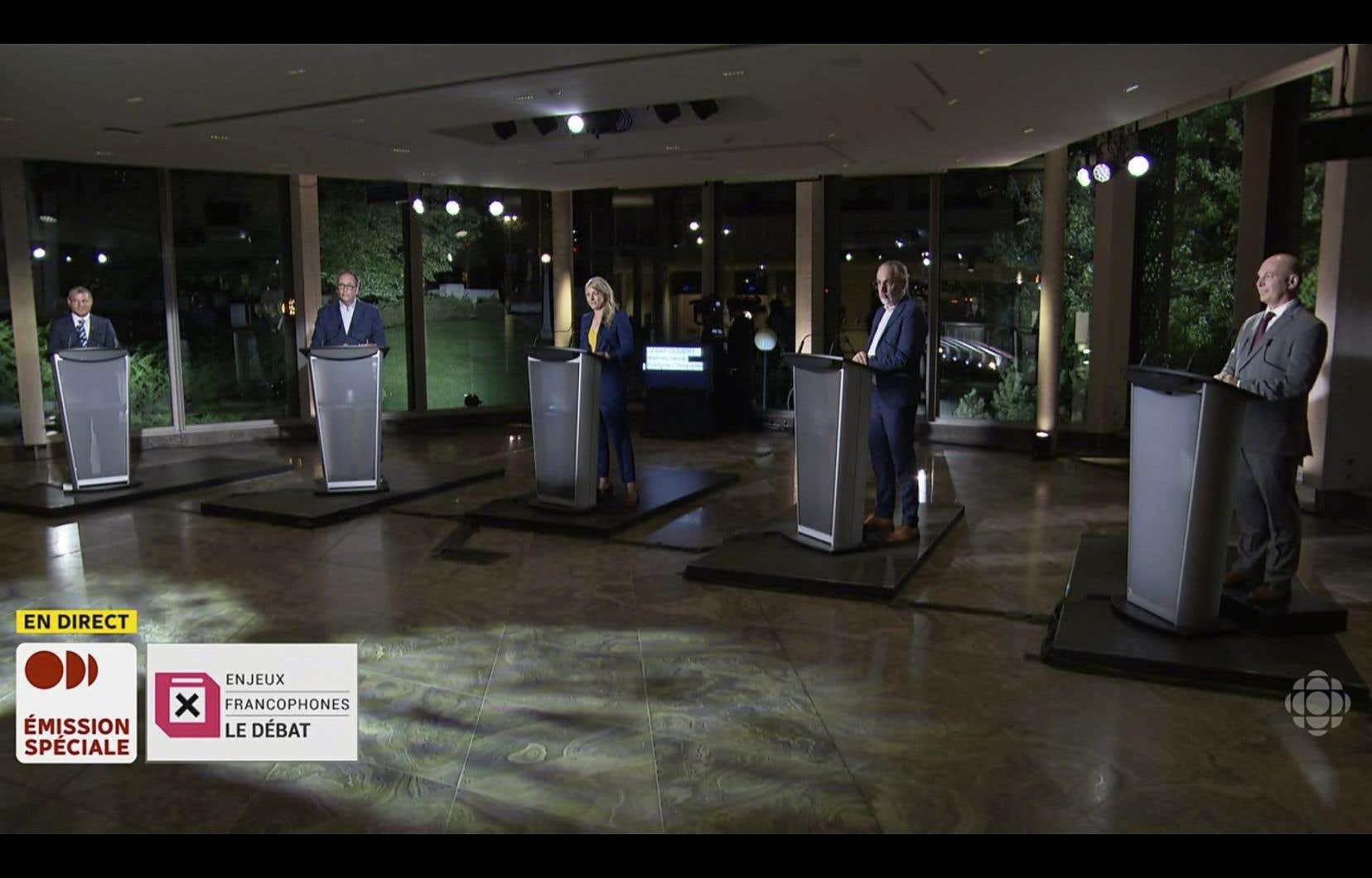 Des représentants des cinq principaux partis étaient présents mercredi soir à la joute politique organisée par Ici Ottawa-Gatineau.