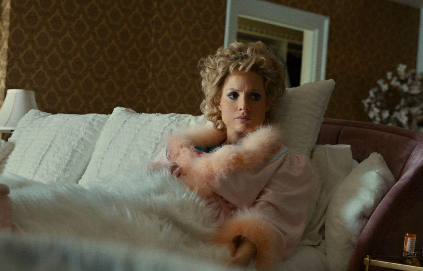 «The Eyes of Tammy Faye»donne à voir une Jessica Chastain plus grande que nature, à l'image de la femme qu'elle incarne.