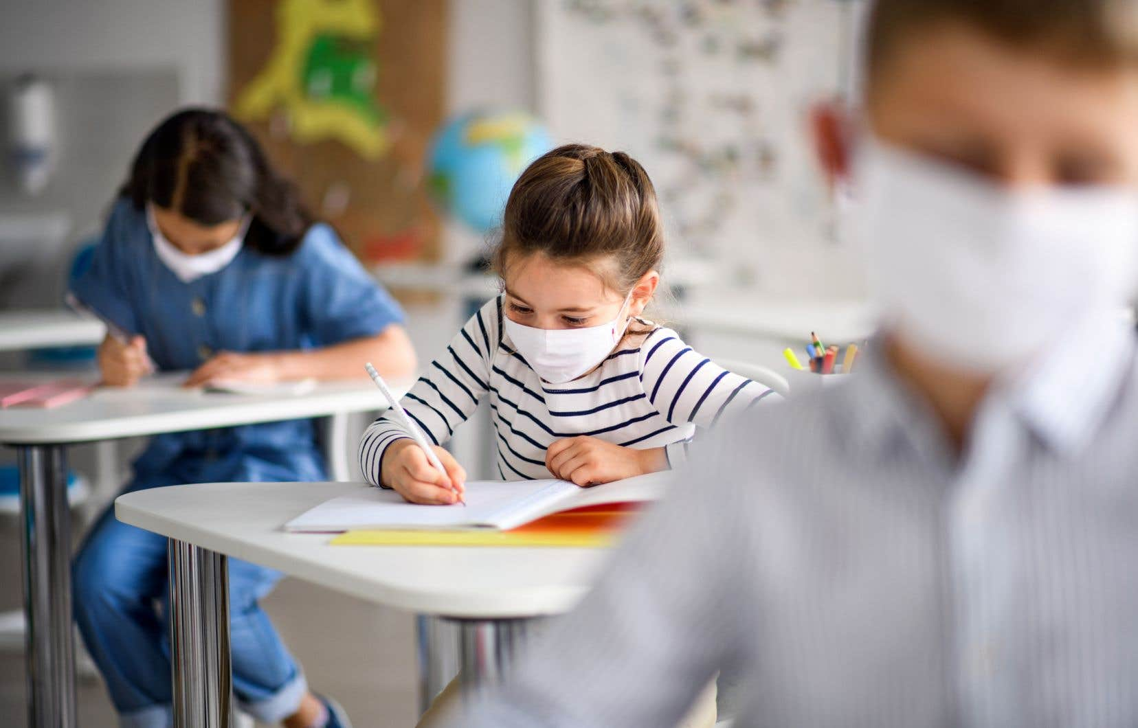 «La pandémie sert d'écran et occulte les effets de cette centralisation technocratique tant sur les établissements que sur le personnel, mais surtout sur la réussite des élèves», écrit l'autrice.