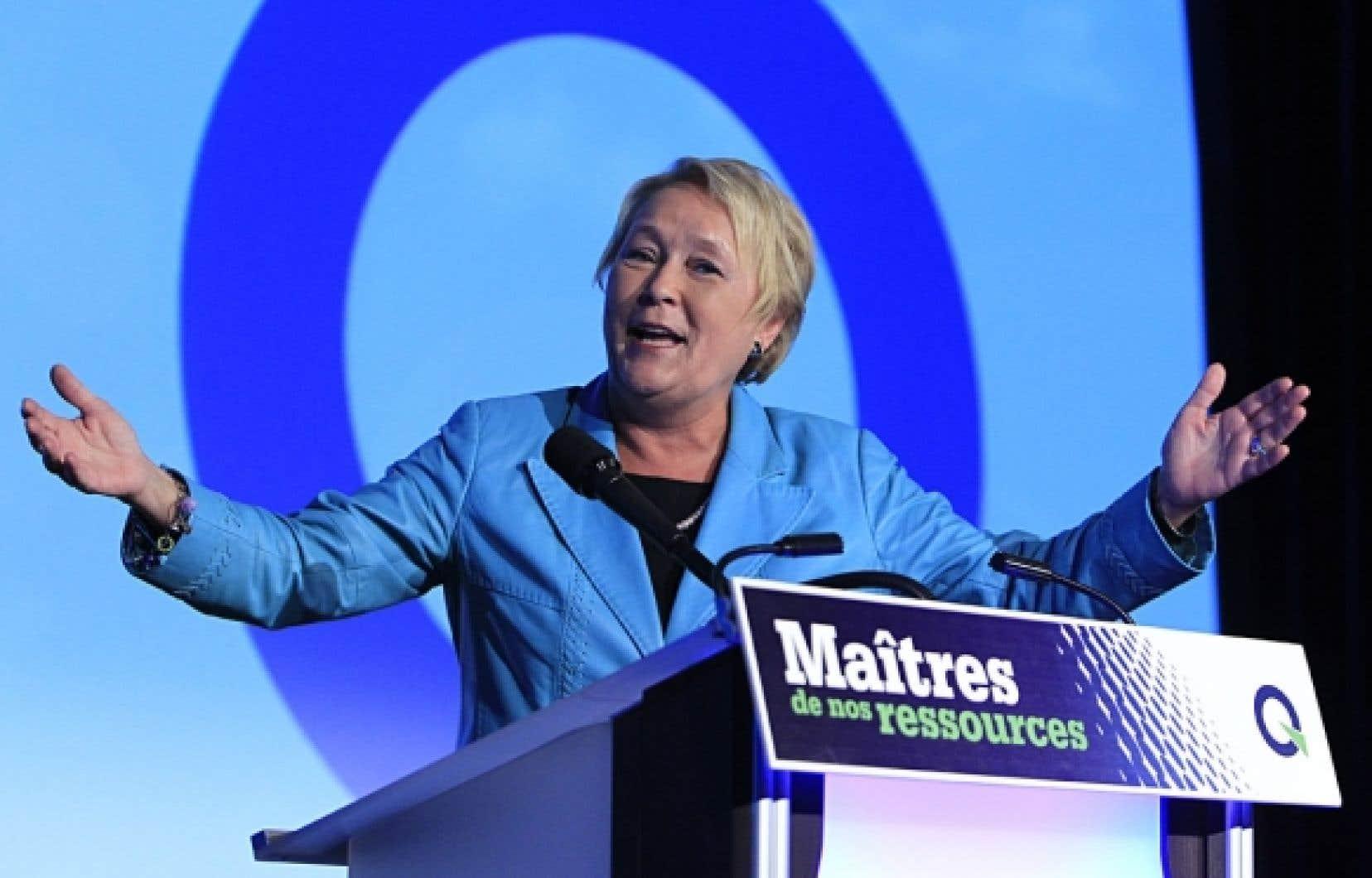 Pauline Marois s'adressant aux militants du Parti québécois.