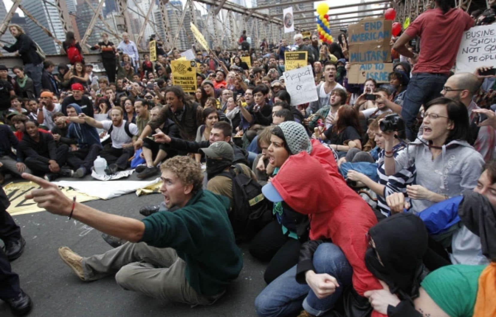 Sept cents personnes ont &eacute;t&eacute; arr&ecirc;t&eacute;es samedi pour avoir bloqu&eacute; le pont de Brooklyn<br />