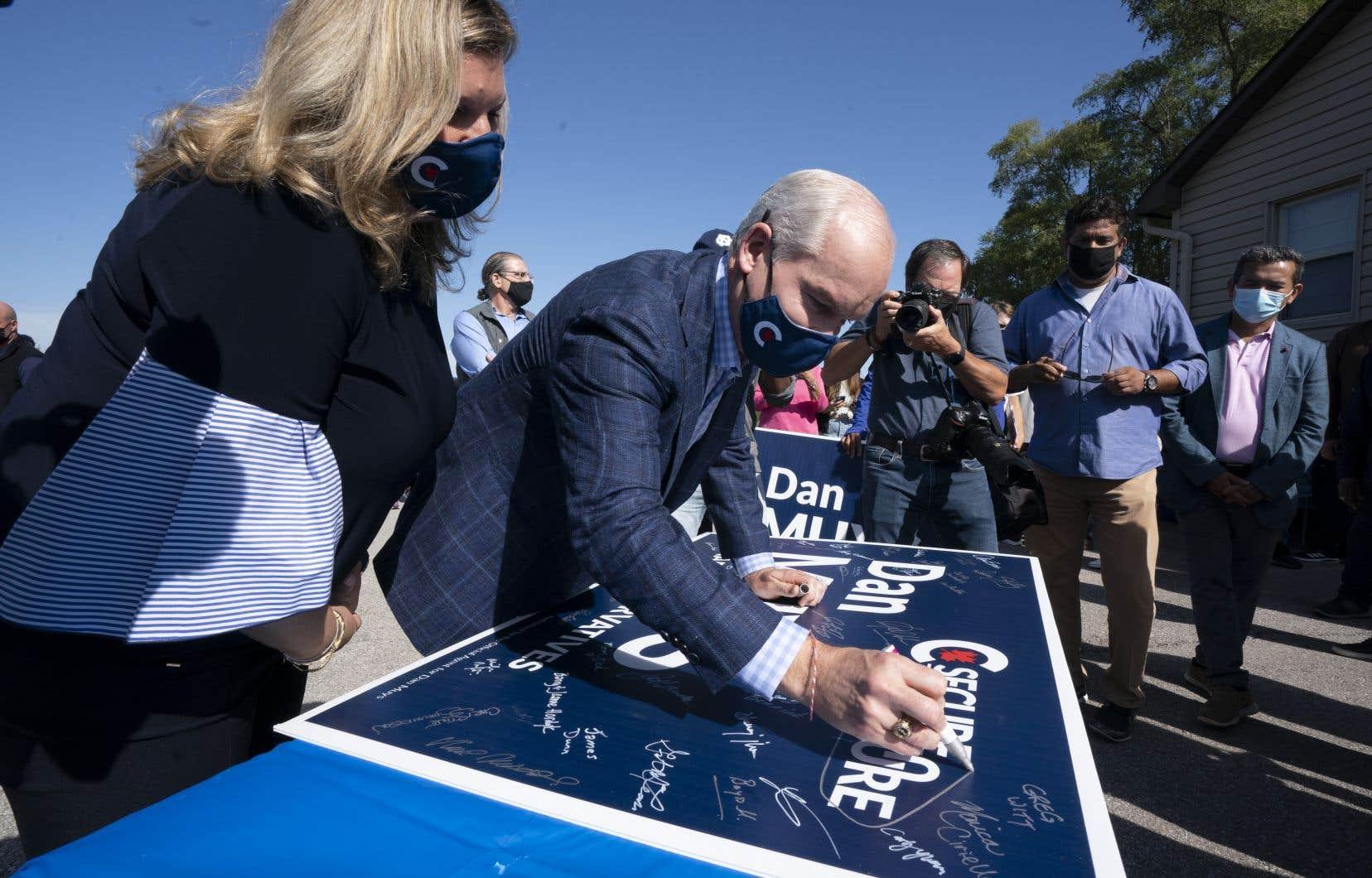 Le chef conservateur était à un bureau de campagne de l'un de ses candidats à Dundas, en Ontario, samedi matin.