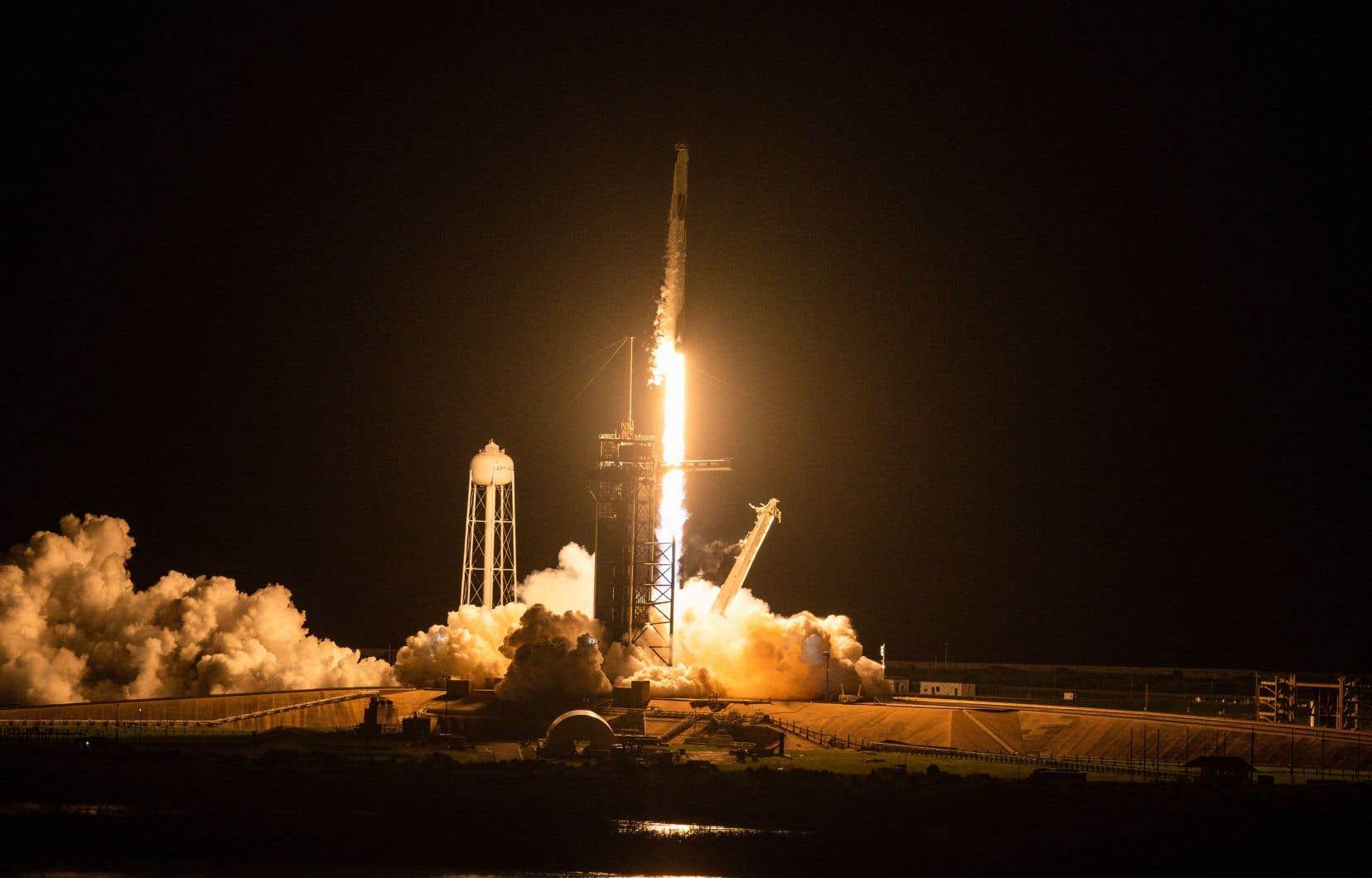 La fusée Falcon 9 s'était envolée mercredi soir du centre spatial Kennedy en Floride.