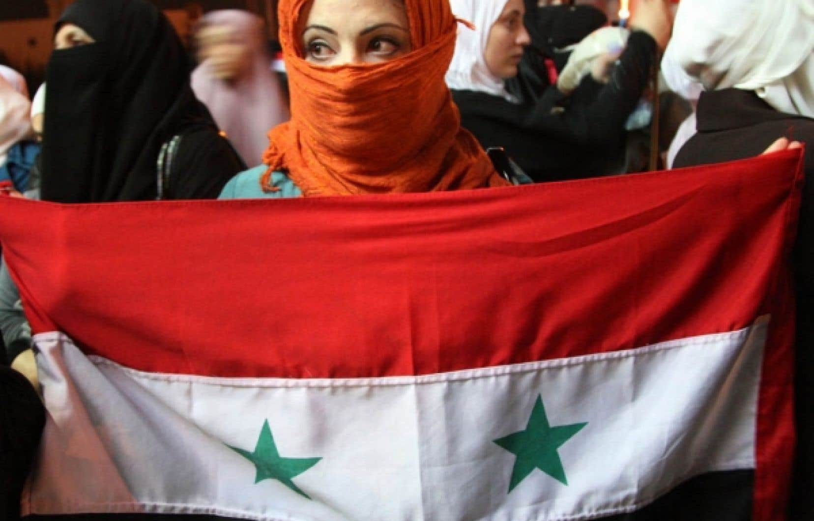 Des Jordaniens et des Syriens vivant en Jordanie ont manifest&eacute; leur joie lors de la cr&eacute;ation du Conseil national.<br />