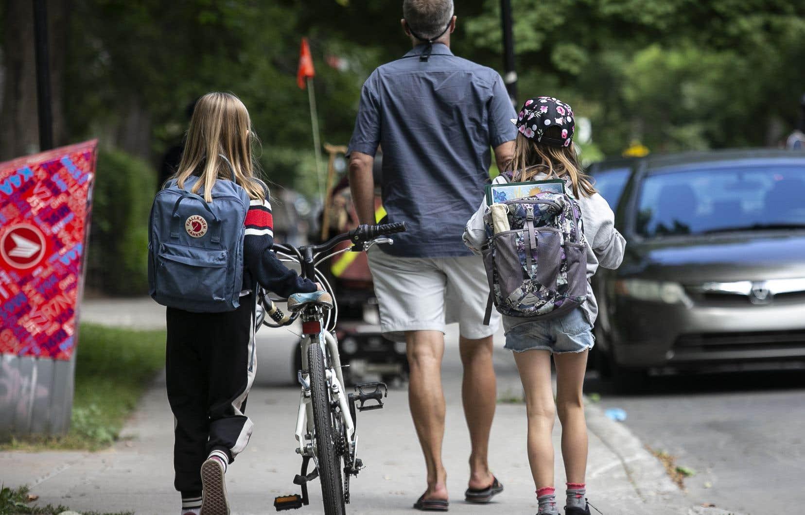 Une école primaire de Sherbrooke ferme ses portes pour deux jours en raison d'une éclosion majeure de COVID-19.