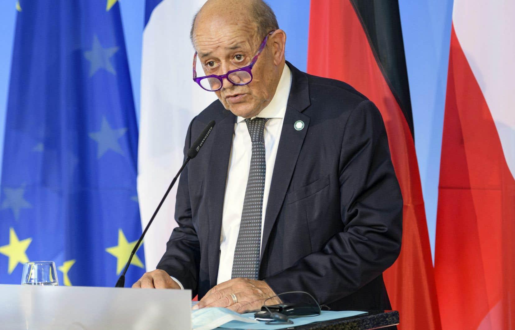 Si le président français, Emmanuel Macron, est resté silencieux depuis le début de la crise des sous-marins, son ministre des Affaires étrangères, Jean-Yves Le Drian (sur la photo), a tiré à boulets rouges sur les trois contrevenants en des termes très peu diplomatiques.