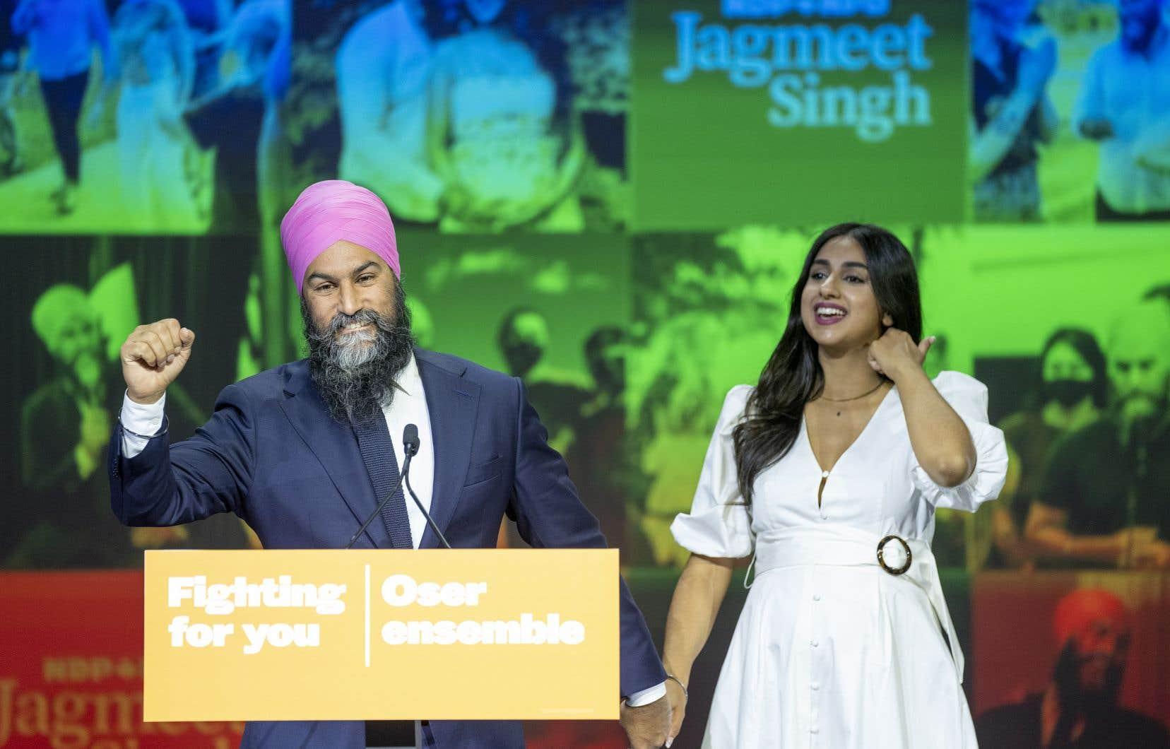 Dans son discours de fin de soirée, Jagmeet Singha martelé à nouveau les thèmes de sa campagne, axés sur la crise climatique, les soins de santé, y compris la santé mentale, les Autochtones et la hausse des taxes pour les «super riches».