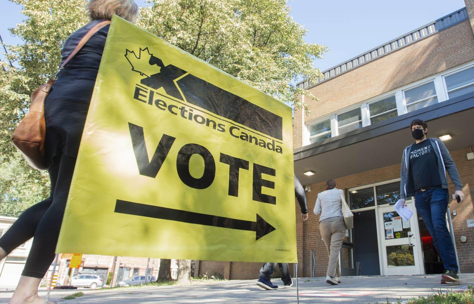 Près d'une vingtaine de circonscriptions à travers le pays ne connaissaient toujours pas l'issue du scrutin mardi matin.