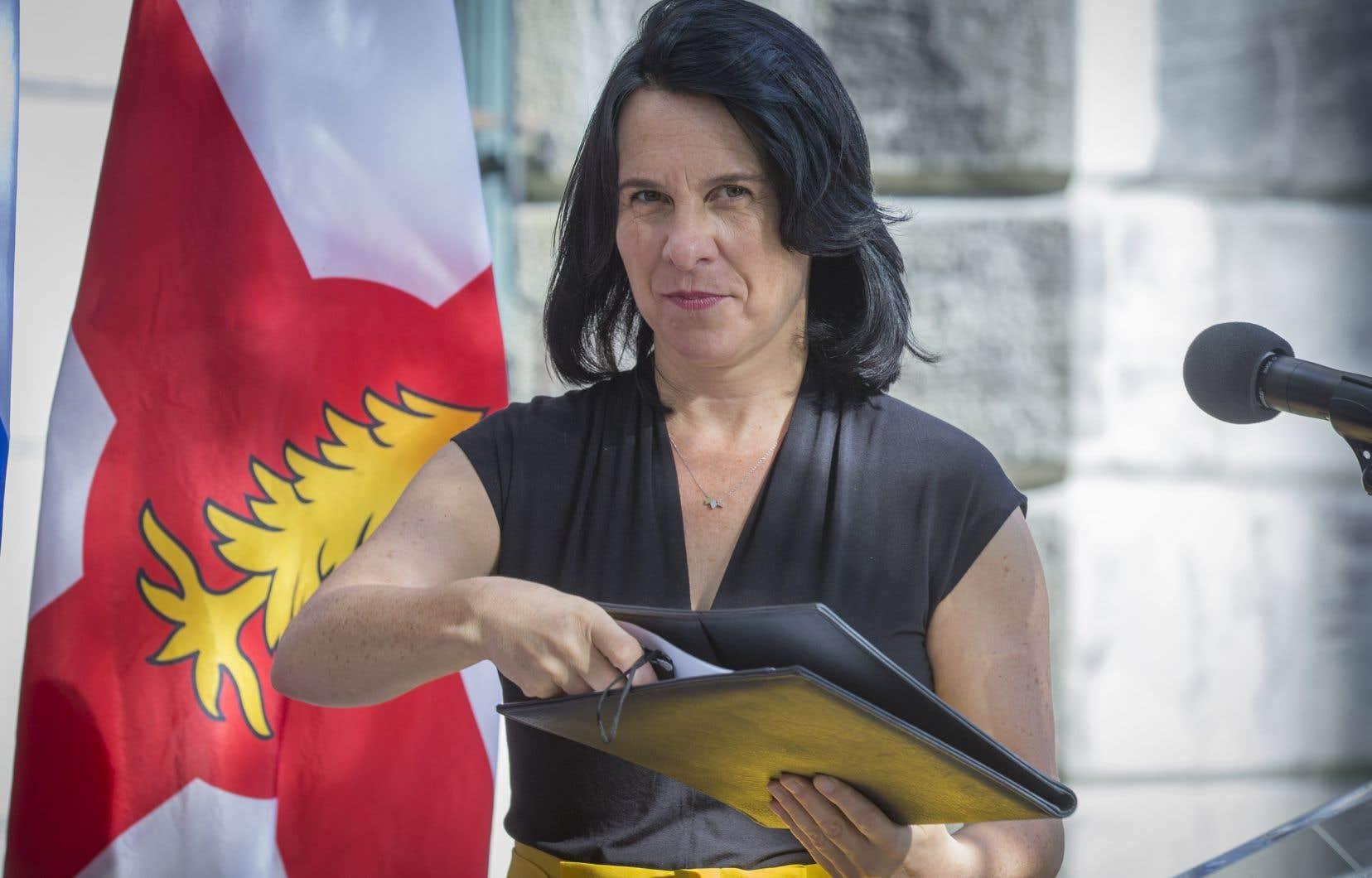 «Le fédéral doit agir pour bannir les armes d'assauts mais également de poing», a redemandé Valérie Plante mardi.