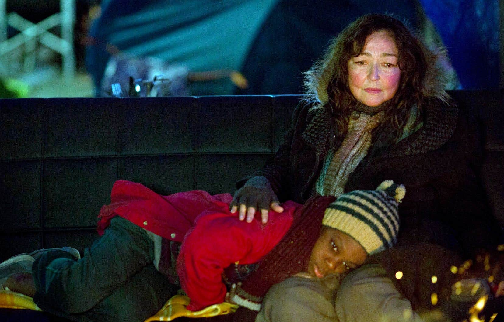 Dans «Sous les étoiles de Paris», Catherine Frot interprète Christine, une sans-abri qui prend sous son aile Suli (Mahamadou Yaffa), un petit migrant qui ne parle pas un mot de français.