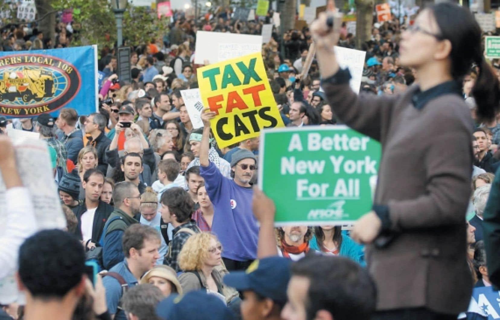 Ils étaient une douzaine il y a quelques semaines mais, hier, ils étaient des milliers à protester à Wall Street contre la haute finance.<br />
