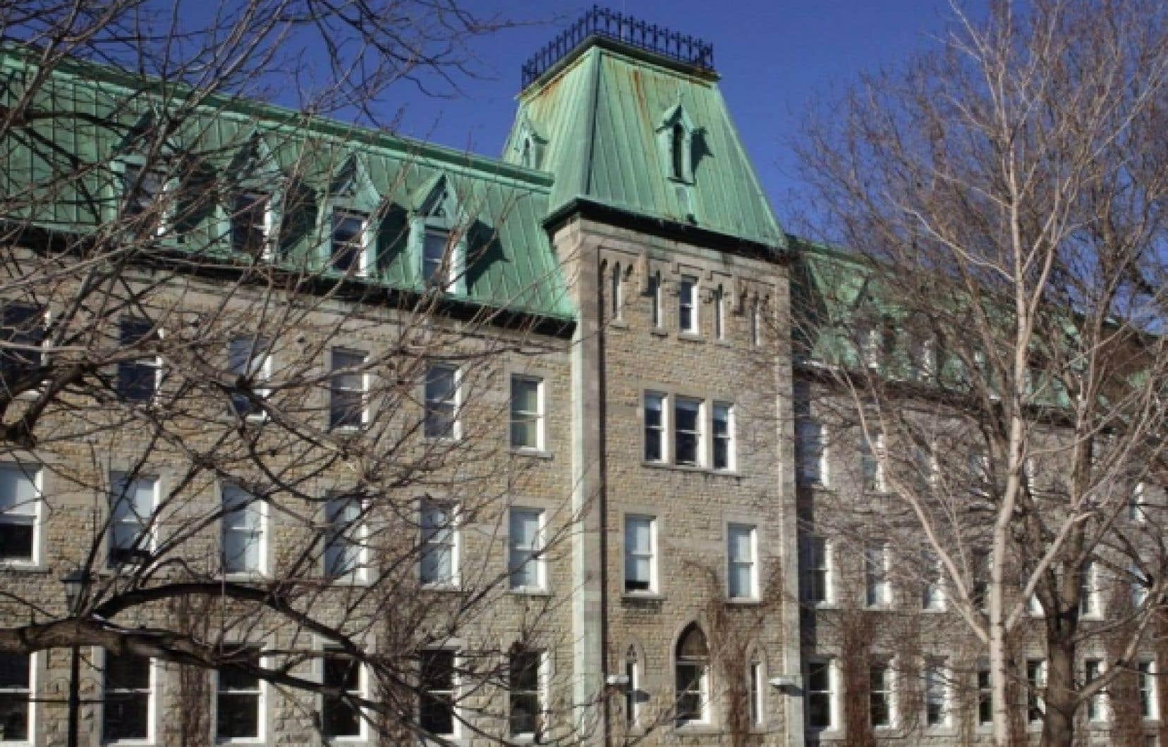 Le Collège Notre-Dame. En vertu des termes de l'entente à l'amiable, les frères de Sainte-Croix ne débourseront pas plus de 18 millions de dollars aux victimes.<br />