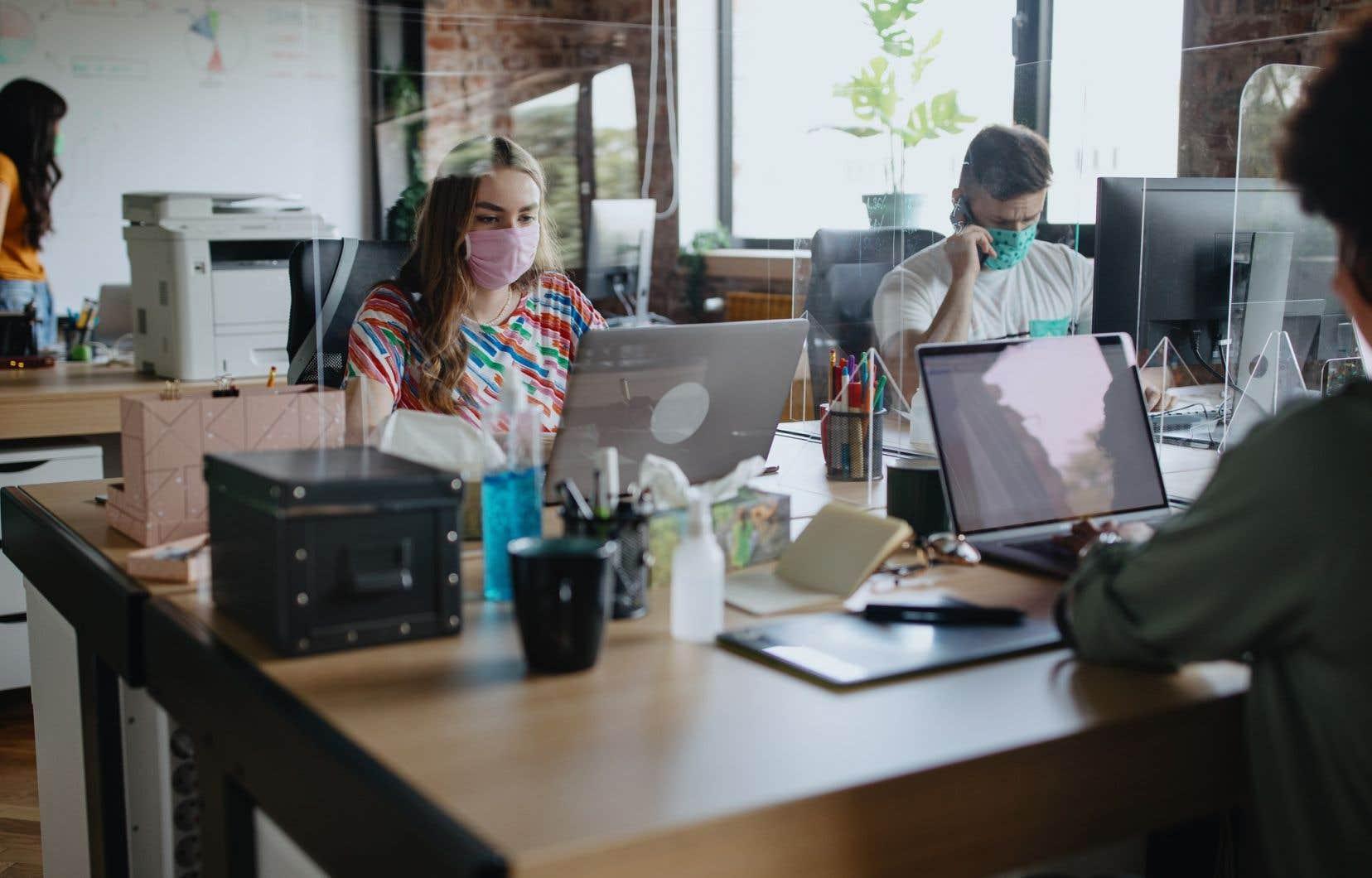 Au-delà du télétravail et de ses modalités, les employeurs doivent aussi penser à l'aménagement physique, à la santé et à la sécurité des gens, selon le professeur Martin Chadoin.