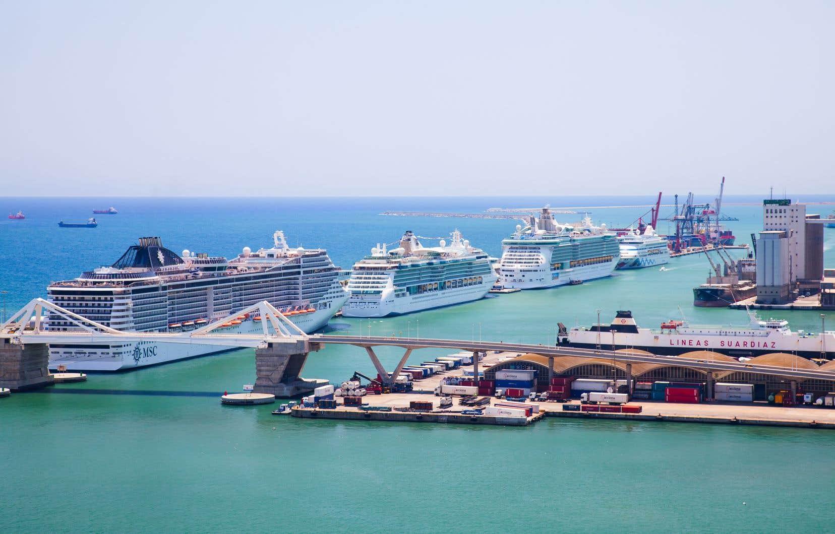 Le port de Barcelone se trouve en plein cœur de la capitale catalane, ce qui rend l'accès de son centre facile pour les passagers des bateaux de croisière.