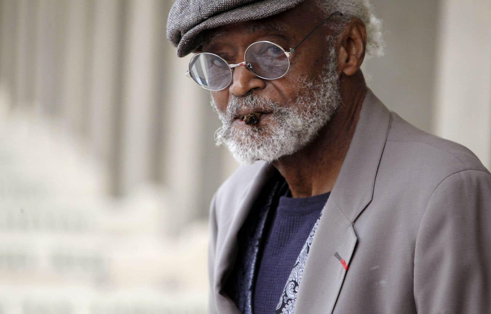 Né en 1932 à Chicago, Melvin Van Peebles était bachelier en littérature et avait servi dans l'armée de l'air américaine, avant de travailler comme artiste, scénariste, réalisateur, musicien et écrivain.