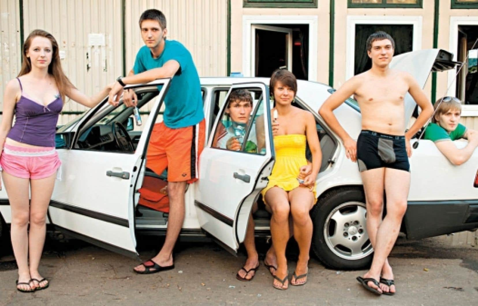 Six Russians Eating Ice Cream, 2010, d&rsquo;Adad Hannah<br />