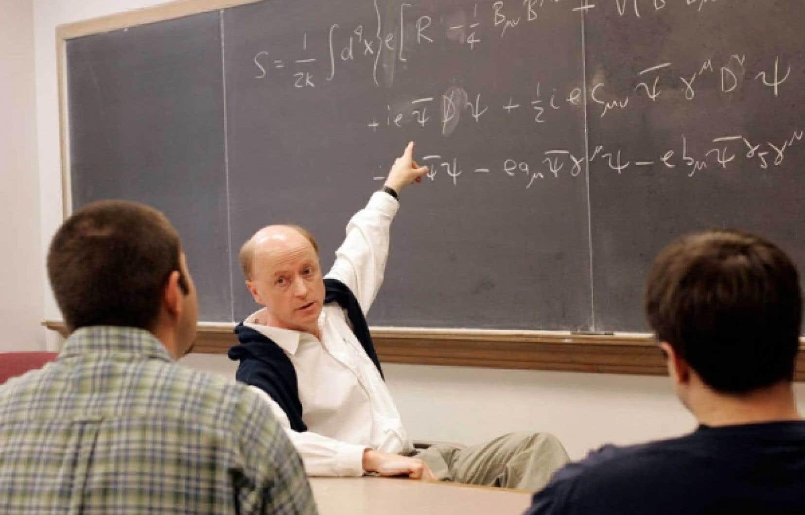 Le physicien Alan Kostelecky avait publi&eacute; il y a 26 ans un article dans lequel il formulait l&rsquo;hypoth&egrave;se que les neutrinos pouvaient voyager plus vite que la lumi&egrave;re. Le professeur se r&eacute;jouit de ces nouvelles observations qui donnent du poids &agrave; sa th&eacute;orie, qui se veut une extension du mod&egrave;le standard.<br />